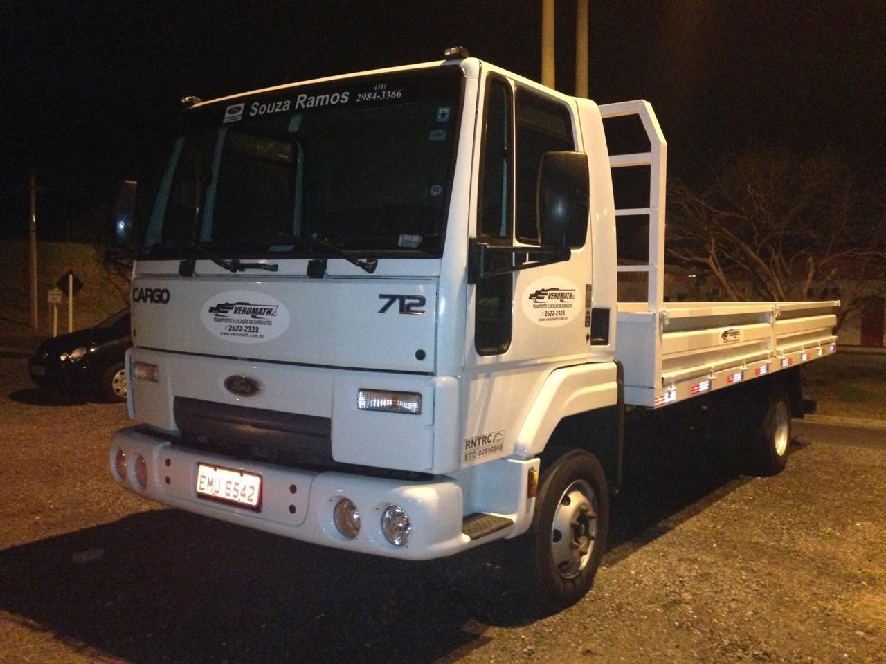 Caminhão 3/4 com Carroceria e Assoalho de Madeira