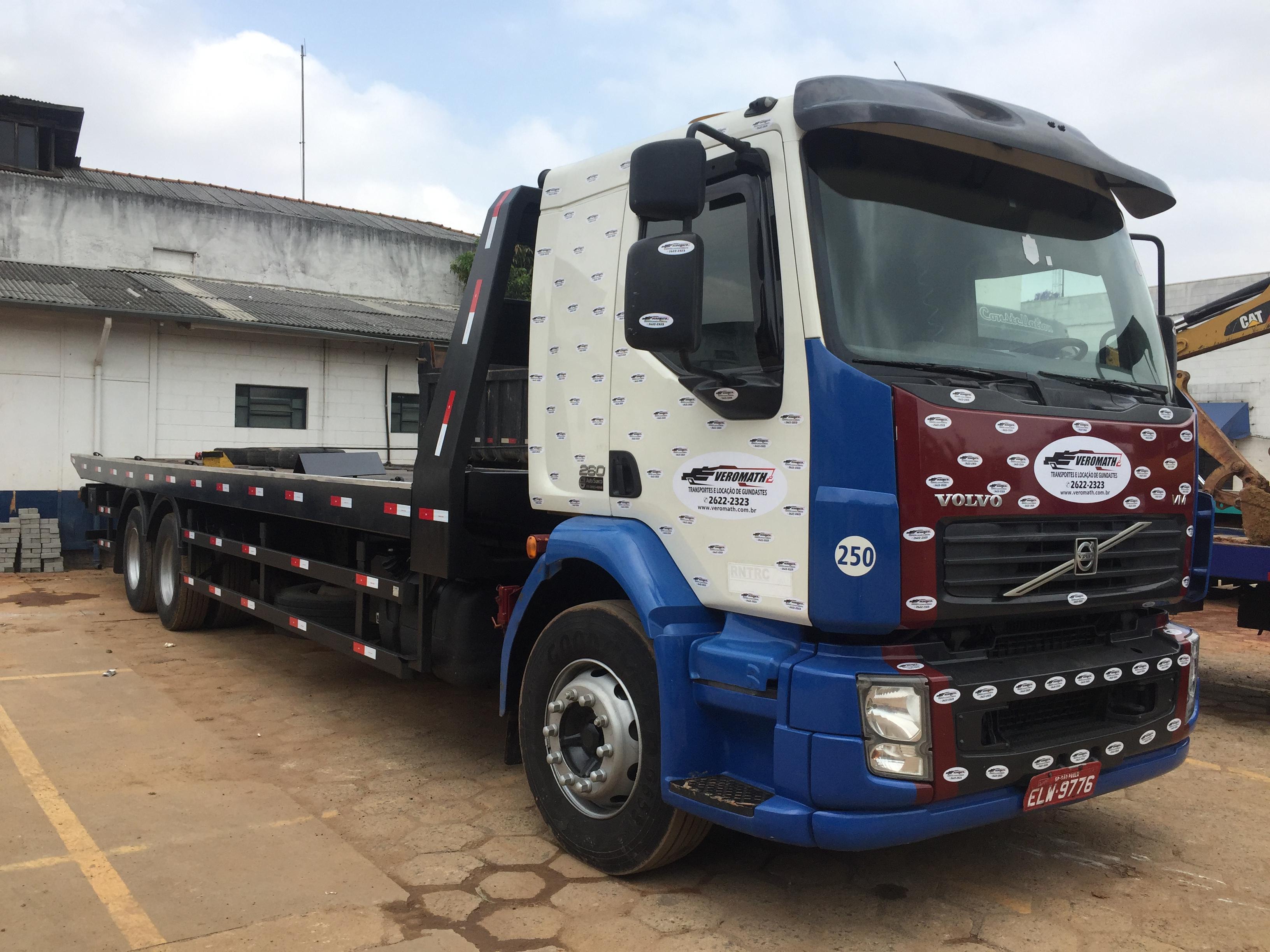 Caminhão Prancha plataforma para transporte de Máquinas e Equipamentos