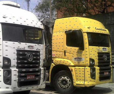 Carreta com Guindaste Articulado - capacidade: 25 à 50 toneladas métricas