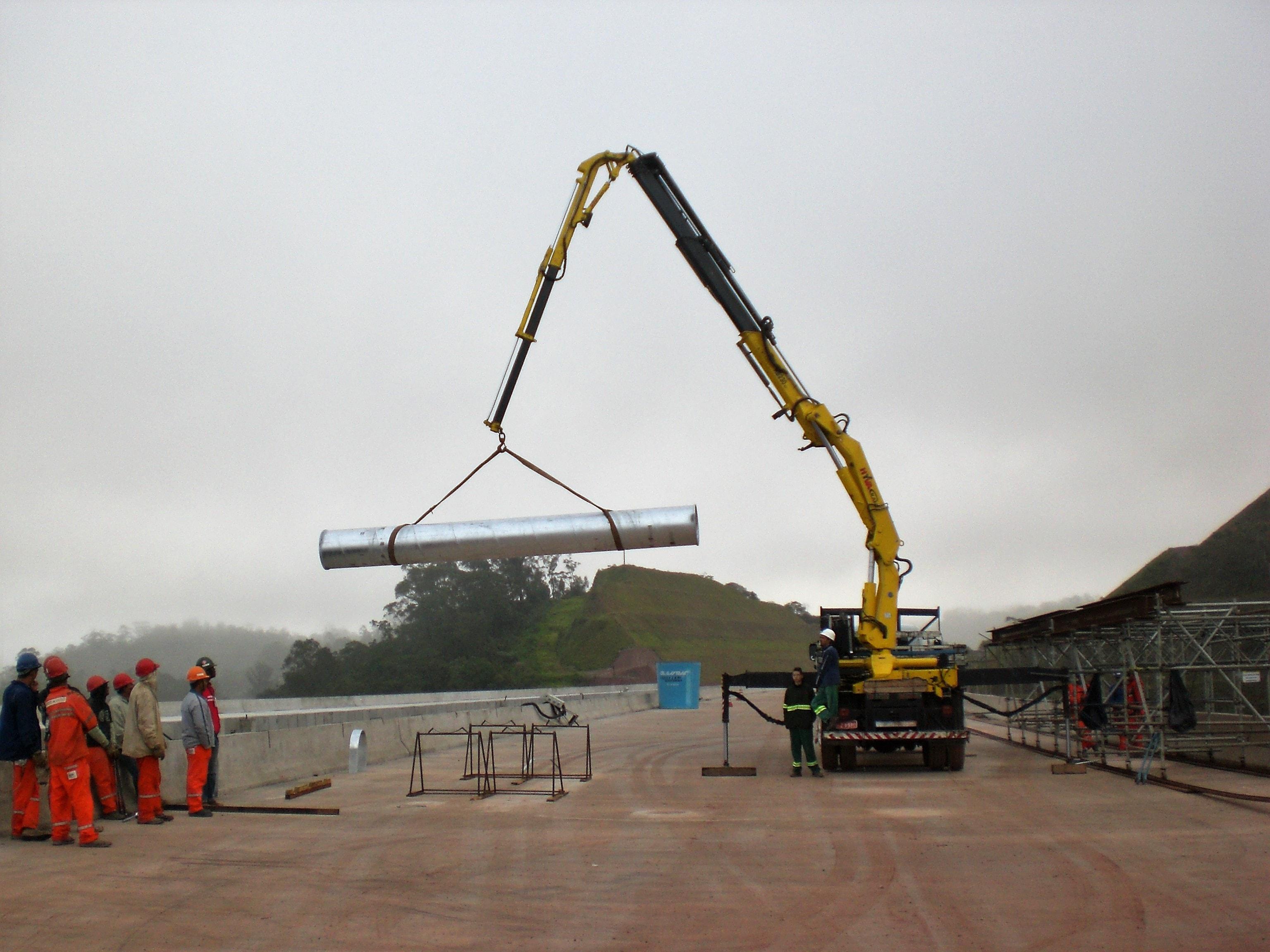 Guindaste Bi-Articulado - Hyva Crane - Munck com Fly-Jib