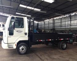 Caminhão 3/4 Carroceria de Aço